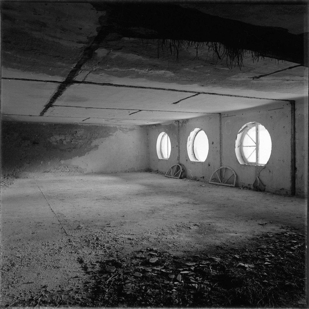 Dachboden mit Rundfenstern
